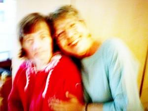 Renate und Petra fotografiert von der 90-jährigen Mutter