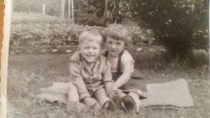 Foto von Ursula und ihrem Bruder